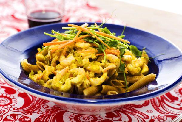 Pasta med räkor och currysås | Recept.nu