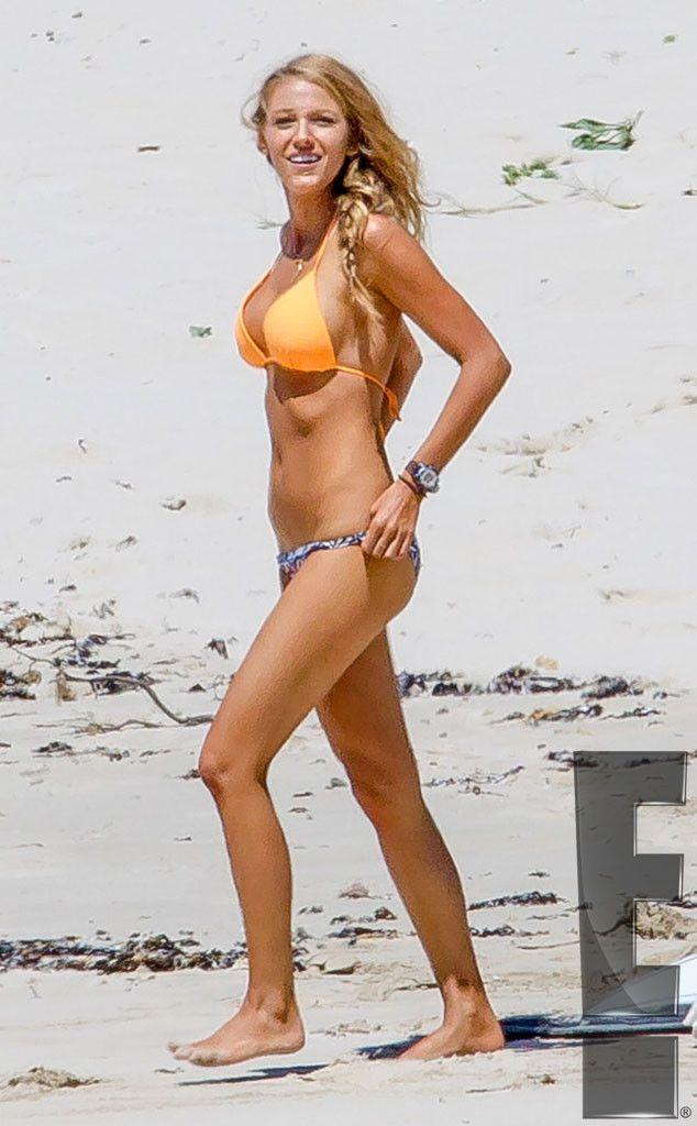 rs_634x1024-151102105834-634.Blake-Lively-Bikini-BTS-The-Shallows-Australia-Beach-Exclusive-J5R-110215