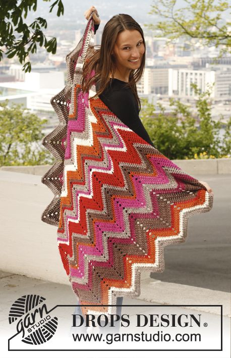 """<3 the colors Crochet DROPS blanket with zigzag pattern in """"Karisma"""". ~ DROPS Design"""