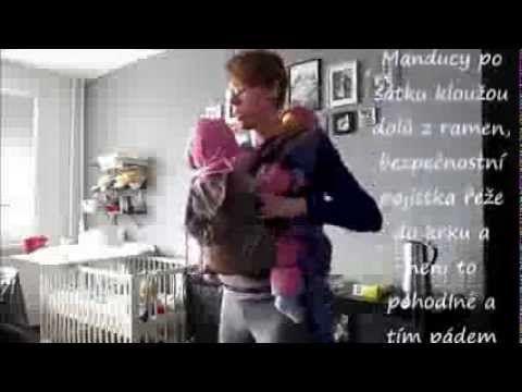 Video česky: Jeden šátek od velikosti 3 a přezkové nosítko: Nošení dvojčat: Batoh a Manduca - YouTube