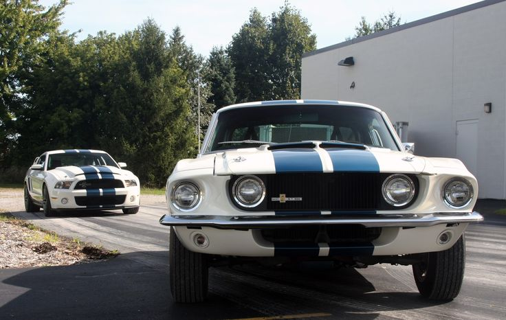 1967 Shelby Ford Mustang GT500 VS 2010 Shelby Ford Mustang GT500..... sooo coool 1967 is my dream car