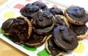Jamie Oliverin resepti maistuu ihan samalta kuin kaupan Jaffa keksit!! Tässä on linkki alkuperäiseen reseptiin: http://www.jamieoliver.com/recipes/chocolate-recipes/jaffa-cakes/#zyHP9yOG4wX1WtXZ.97 Gluteeniton, kasvisruoka. Reseptiä katsottu 7536 kertaa. Reseptin tekijä: maakopla.