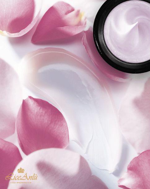 Vieni a scoprire le creme viso Lice Anlù Clay Experience in grado di adattarsi ad ogni tipo di pelle: sensibile grassa mista