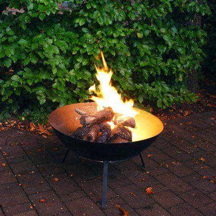 Hohe Feuerschale von Esschert Design jetzt im design3000.de Shop kaufen! Kreieren Sie zauberhafte Lagerfeueratmopshäre in Ihrem Garten – denn die...