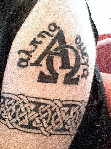 Женские и мужские татуировки на руке на бицепс, на среднюю часть плеча - фото, эскизы