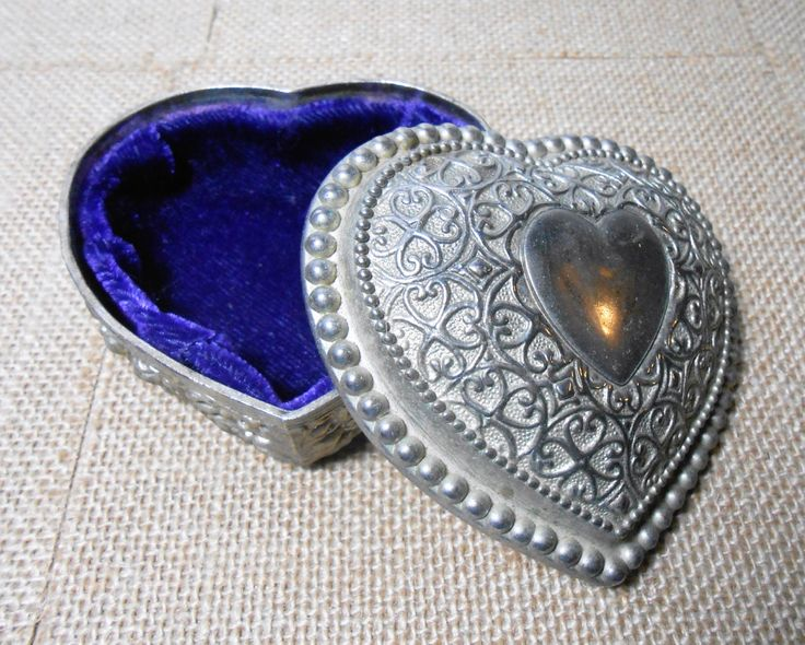 36 best vintage jewelry boxes images on pinterest for Heart shaped jewelry dish