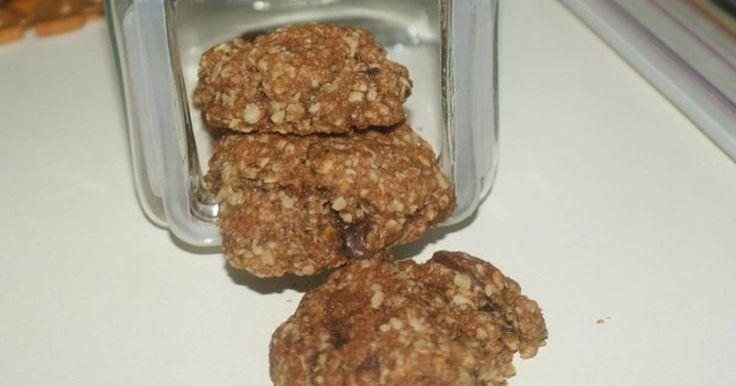 Εξαιρετική συνταγή για Cookies με κουάκερ. Μου την σύστησε η διατροφολόγος μου για πρωινό με ένα ποτήρι γάλα... Οπότε καταλαβαίνετε πόσο υγιεινά είναι για μικρούς και μεγάλους! Η μικρή μου ανηψιά ξετρελάθηκε.... Recipe by Glikoulitsa