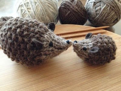 Hedgehogs to knit - how cute! Easy pattern uses seed and stockinette stitches.