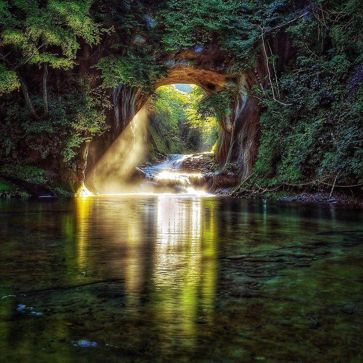 話題のきっかけは1枚の写真!都心から1時間の秘境「濃溝の滝」が神秘的なまでに美しい - Find Travel