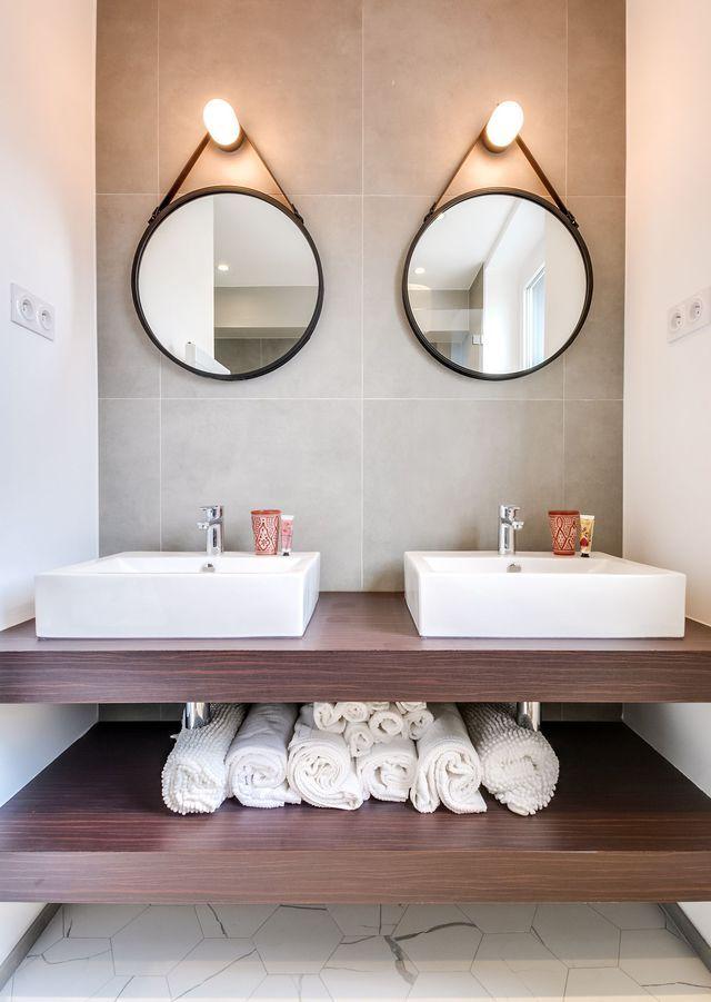 Deux miroirs pour une salle de bains déco