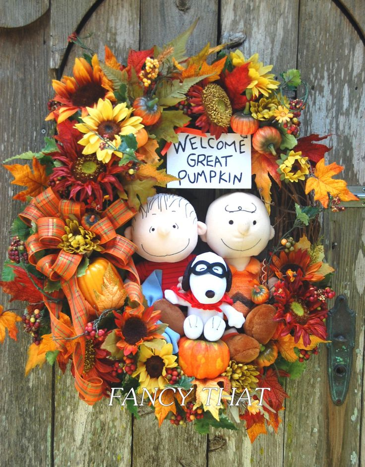 Welcome Great Pumpkin Halloween Wreath, Peanuts Gang Halloween, Charlie Brown, Linus, Snoopy - pinned by pin4etsy.com