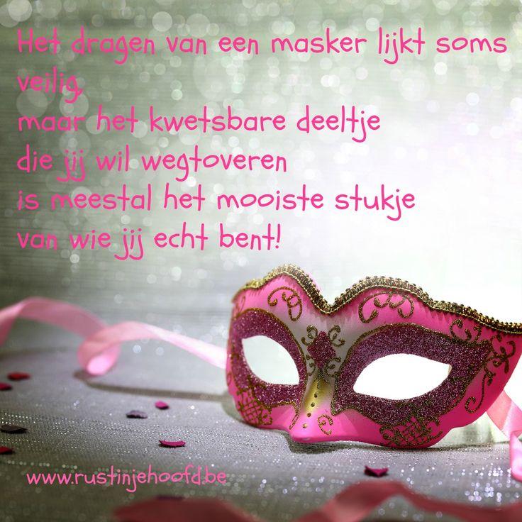 #kwetsbaarheid #zelfvertrouwen #schaamte #liefde Het dragen van een masker lijkt soms veilig, maar het kwetsbare deeltje die jij wil wegtoveren, is meestal het mooiste stukje van wie jij echt bent!