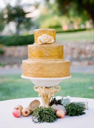 Yellow wedding cake | fabmood.com