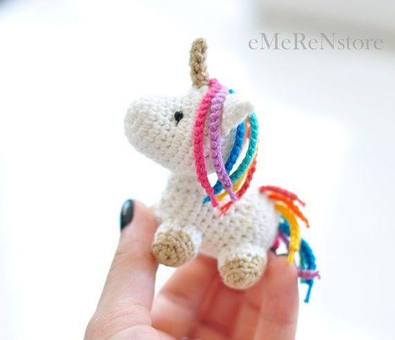 Peluche de unicornio amigurumi, envío gratis, amigurumi Unicornio, juguete de peluche Unicornio, animal de peluche de unicornio de Kawaii, Mini unicornio estatuilla por EMERENstore