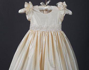 İnci Boncuklu Alencon Dantel ve İpek Vaftiz elbisesi, Vaftiz, 0-3 ay, 3-6 ay, 6-9 ay, 9-12 ay, 12-18 ay, 18-24 ay
