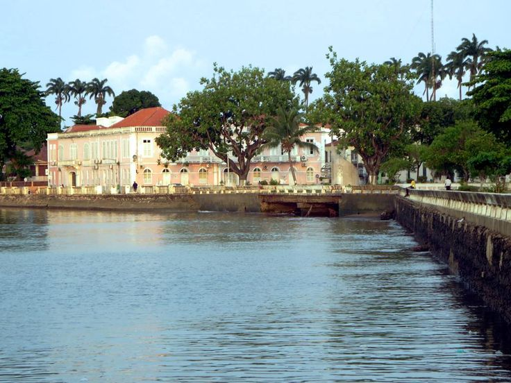 A pink-colored Portuguese colonial building overlooks the waterfront at Sao Tome, São Tomé and Príncipe.