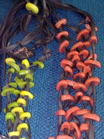 Chambre à air et pâte de verre, perles africaines. Camera d'aria e perline africane -t Binen band en africaanse kralen - Inner tube and african beads. byEmm