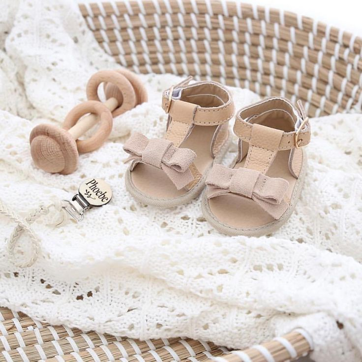 Baby shoes, 100% leather with beige suede bow! Will go with everything. @sadie___baby
