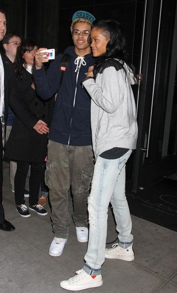 Rihanna Photos - A very tired and makeup-free Rihanna showed up a the studio for a rehearsal for her appearance on SNL in New York, New York on May 2, 2012. - Rihanna Looks Tired Before Her SNL Rehearsal