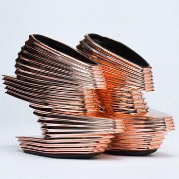 Zaha Hadid Вчера не стало одного из моих самых любимых архитекторов - Заха Хадид Эта женщина с гениальным воображением и настоящим 3-d мышлением опережала своё время. Заха была одним из основателей параметрической архитектуры.То есть черпала вдохновение из природы.Ее произведения - настоящая архитектурная органикано в то же время напоминают нам о чем-то космическомпередают дух нашего времени. Заха не раз сотрудничала с модными брендамино пожалуйсамым ярким её произведением стали туфли United…