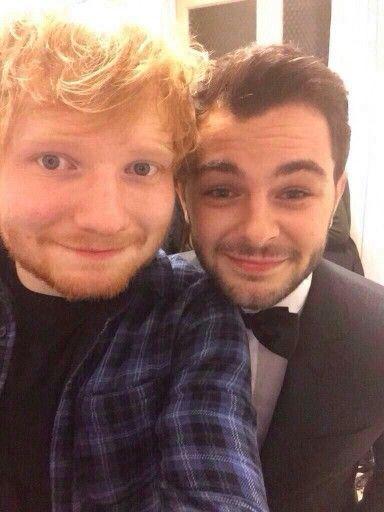 Ed Sheeran and Lorenzo Fragola at the Sanremo festival! Bellissimo Lorenzo😍