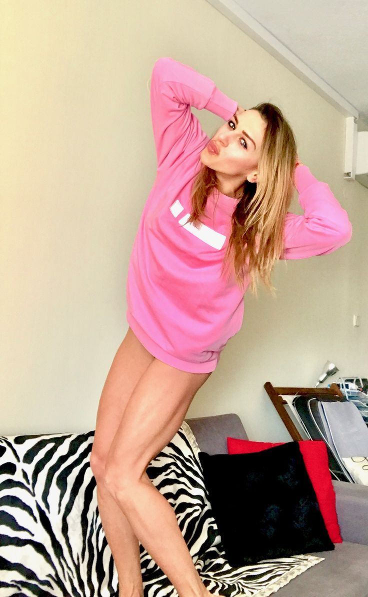 Wake us...smile...and wear the spring with the most beautiful,warm & optimistic sweatshirt... #katerinavarela #fitnessmodel #iclothing #sweatshirt #pink #fitgirl #fitbody #womenwithmuscle #womensfashion #style #fitnesslifestyle #bestoutfit #fashionstyle #fashionwomen #stylish #smile #strongwomen #liveyourlife #laugh #love #loveyourself #loveyourbody #lovemyjob #athlete #coach #crossfit #crossfitwomen #crossfitgirl #fitnessdiary #liveyourlife