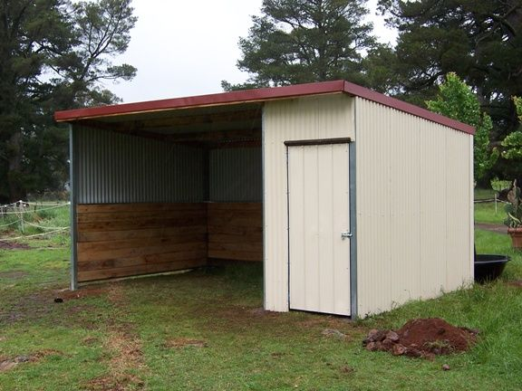 1000 ideas about run in shed on pinterest horse shed for Hay shed plans