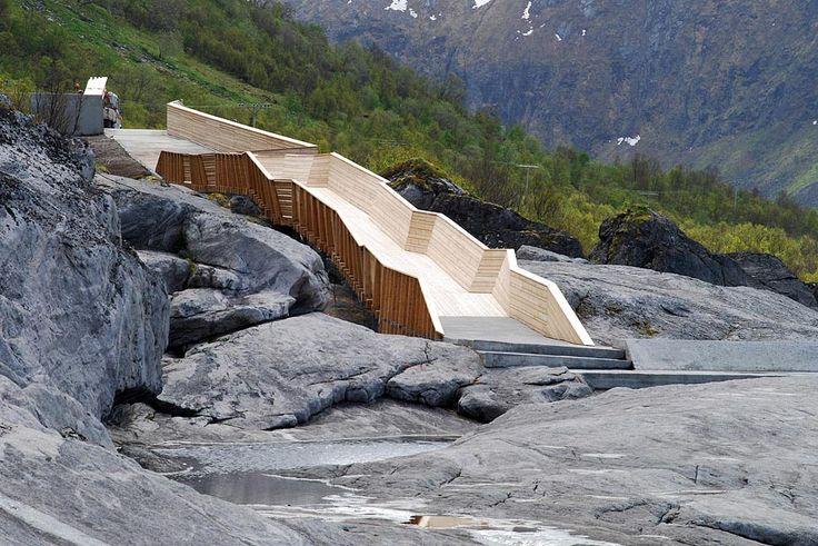 Tungeneset rasteplass og utsiktspunkt.    Foto: Hugo Fagermo