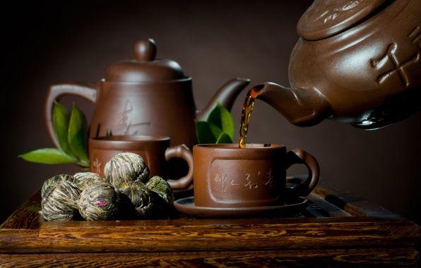 Обои картинки фото блюдце, чашка, чайник, чай, листики