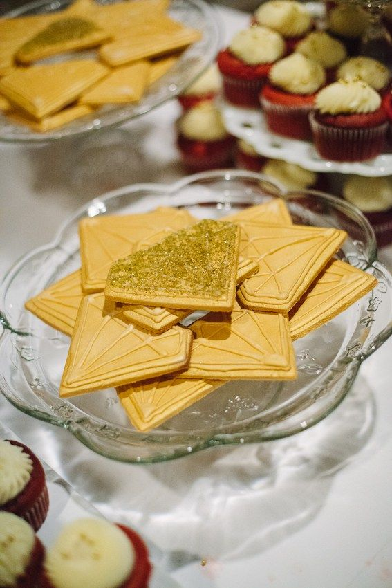 Love these pretty gold glittery diamond cookies! 21 Ideas for a Gold Wedding - Find this and more wedding inspiration at SouthlandWeddingCollective.nz