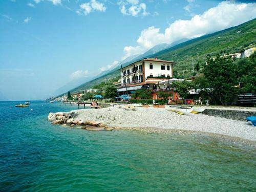 La Caletta Hotel Bolognese - Brenzone ... Garda Lake, Lago di Garda, Gardasee, Lake Garda, Lac de Garde, Gardameer, Gardasøen, Jezioro Garda, Gardské Jezero, אגם גארדה, Озеро Гарда ... Welcome to La Caletta Hotel Bolognese Brenzone, This 3-star hotel faces Lake Garda and is close to the Monte Baldo Natural Park. It has its own pier and the daily breakfast is served on the lake-view terrace. La Caletta Hotel Bolognese offers free Wi-Fi in communal areas, fr