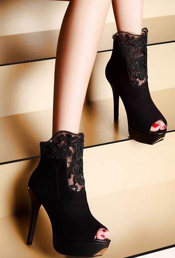 Купить товарЖенские летние сандали мода сексуальные кружева вырез платформы с открытым носком женщина ботильоны тонкие высокие каблуки пищу пальцами обувь sxq0602 в категории Сапоги и ботинкина AliExpress. Spring Summer Autumn Women Genuine Full Grain Leather Cut Out Lace Gladiator Boots Wedge Elevator Flat Sandals Shoes SXQ