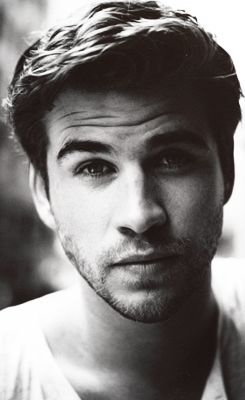 Liam Hemsworth... really?!