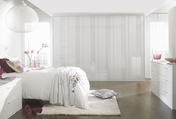 White bedroom furniture mixed with white accessories creates such a lovely classic and elegant bedroom look