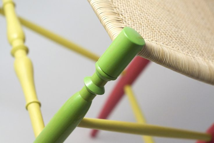 Detail from Chiavarina Supercolor, model n. 1, from Fratelli Levaggi collection. Designed by Davide Conti #fratellilevaggi #design #chiavarichair #handmade #woodworking #madeinitaly #homestyle #sedia #chair #chiavarina #furniture #home #chiavari #makers #color #style #glam #classic #creative