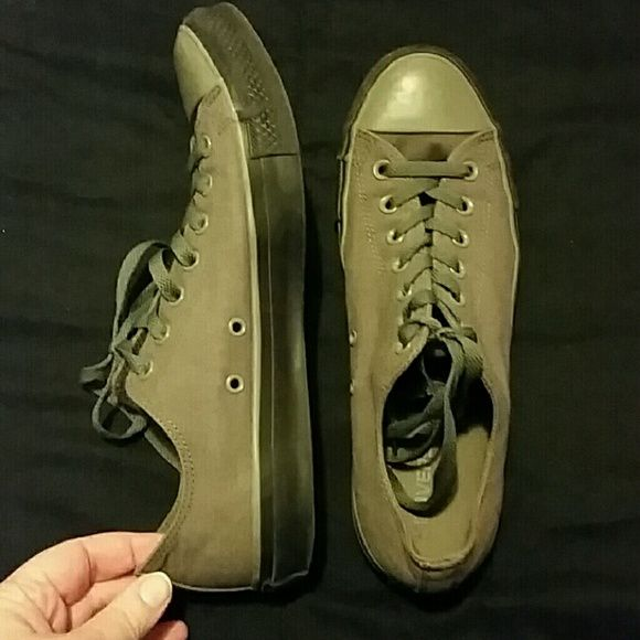 Converse shoes Men 10/ Woman 12 gray converse shoes. Converse Shoes Sneakers