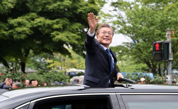 "WP, ""민주주의의 위기, 한국을 보라"" 극찬 - 1등 인터넷뉴스 조선닷컴 - 정치: S KOREA'S 19TH NEW MINJU PRESIDENT !"