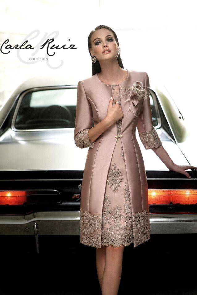 Traje de madrina con abrigo color nude 91379 by Carla Ruiz | Boutique Clara