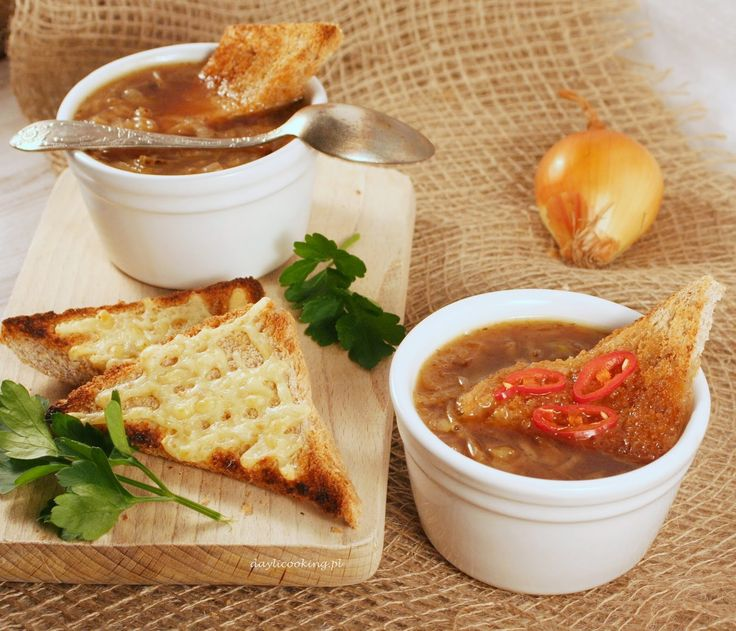 Zupa cebulowa na maśle z grzankami