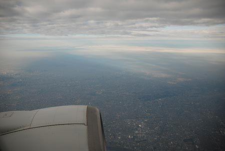 飛び立った飛行機から街の景色を見るのが大好き。すぐそこに、日常と非日常の境界線がある。[2011/10 東京上空(東京都)]© 2010 風旅記(M.M.) 風旅記以外への転載はできません...