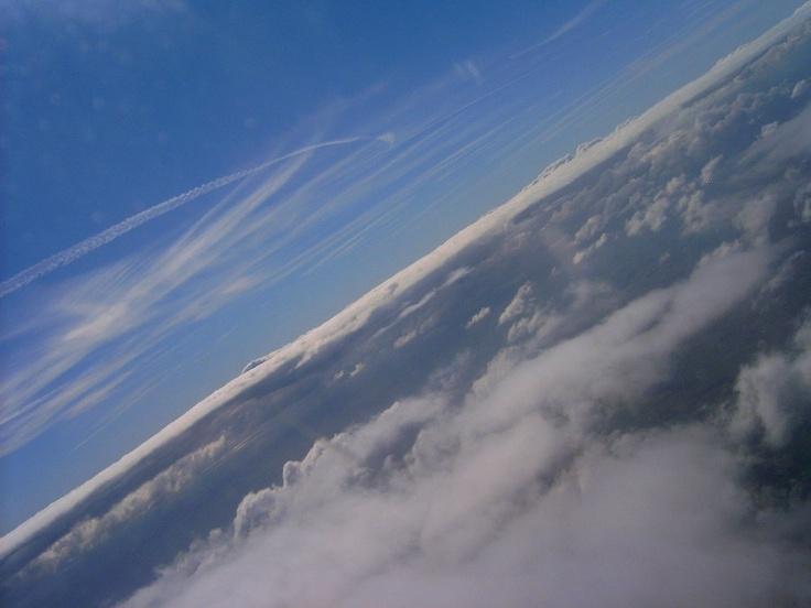 Vajon holnap délután ismét tudok majd ilyeneket fotózni?  (Utálok repülni, de ezért a látványért megéri.)
