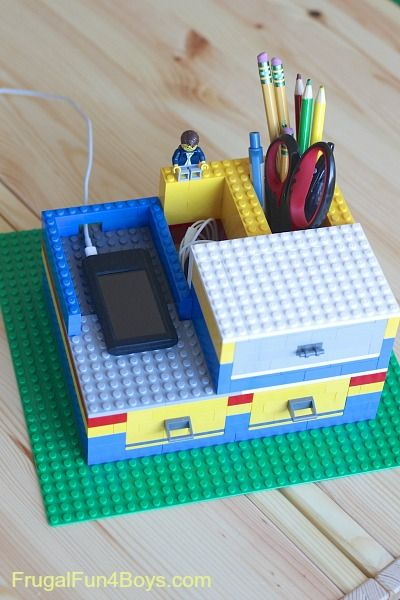 Cool! Build a Lego Desk Organizer with Working Drawers -- going to let the kids do this for Father's Day!