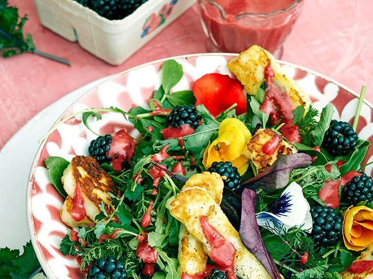 Wildkräutersalat mit Brombeeren - Schrot und Korn