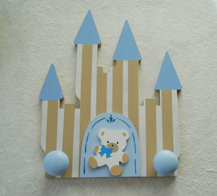 Perchero de dos pomos de la Colección castillo celeste de Picafusta.  http://afanderivera.wordpress.com/productos-2/picafusta/
