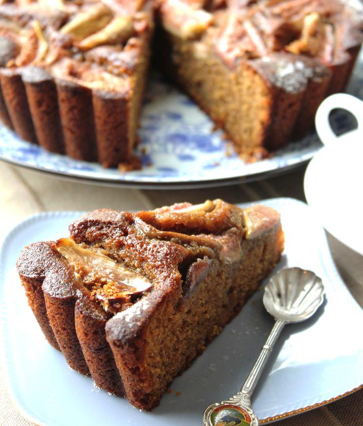 Beautiful Fig, Polenta and Balsamic #Cake! Click the image for the full #Recipe. Mega Mega #Tasty !