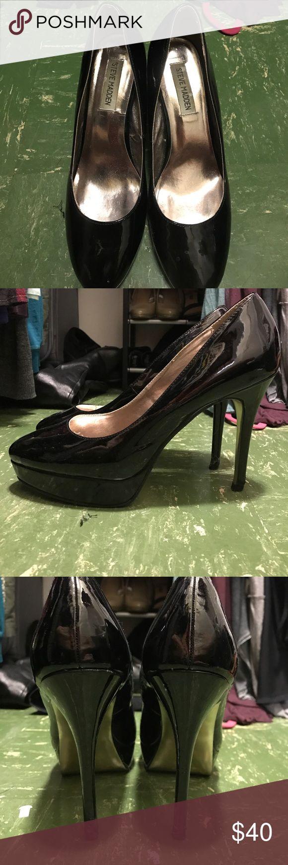 "Steve Madden Pumps Black 9.5 Steve Madden heels 4"" black patent leather with gold soles with a half inch platform Steve Madden Shoes Heels"