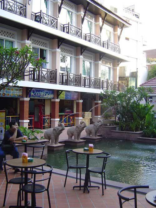 www.Khaosan-Hotels.com - Rambuttri Village Inn & Plaza, Budget Hotel in Bangkok