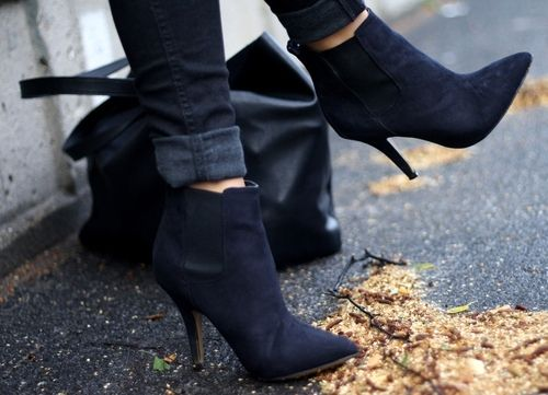 Booties.Black Booty, Fashion, Fall Style, Ankle Boots, Shoes Boots, Black Boots, Woman Shoes, Black Heels, Blue Su Shoes