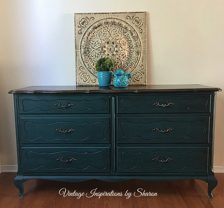 Painted in a base coat of PIY Furniture Paint in Peacock Feather and then stain washed with a kona colour leaving this deep emerald green finish. The top was stained in a walnut finish.