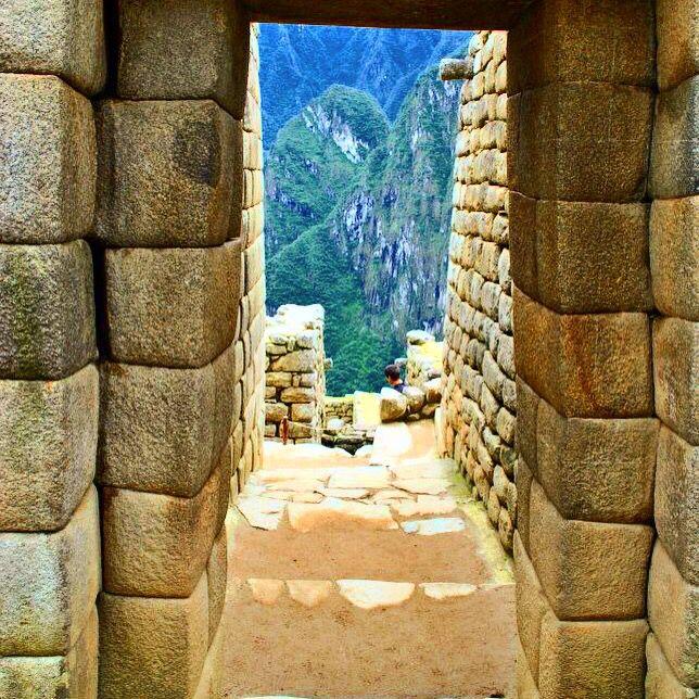 Puerta de entrada área de viviendas. Machu Picchu, Cuzco, Perú